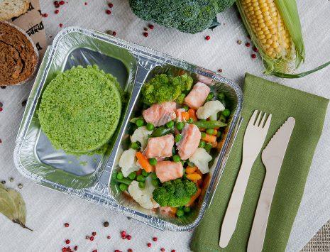 Запеченный лосось с бланшированными овощами и киноа - доставка правильного питания