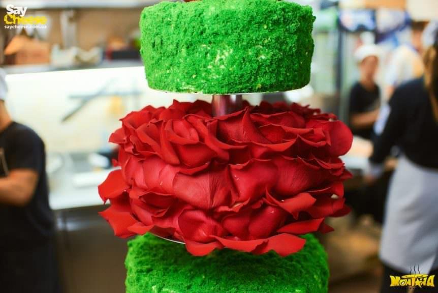 Красивый торт на заказ - фото